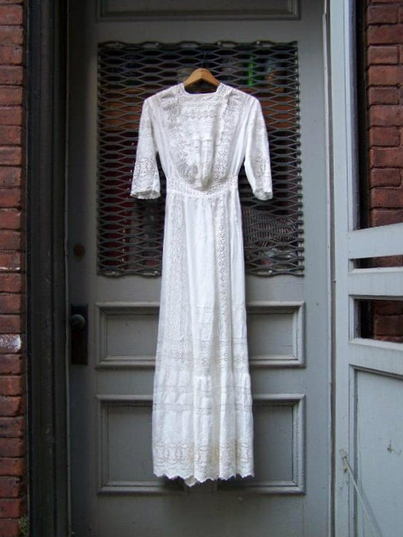 1900s Edwardian Crisp White Cotton Eyelet Lace Wedding Gown Size xsm