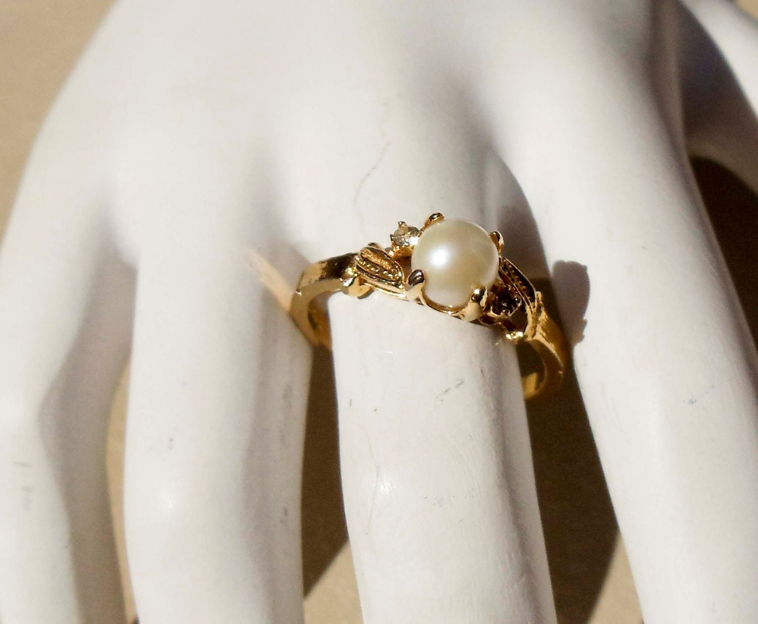 vintage 18k gold hge ring with real pearl by