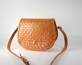 Woven nude  leather saddle bag  / 1970s Cowhide Cross Body Shoulder Bag