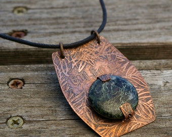 Etched Copper and Serpentine Necklace - enjoy