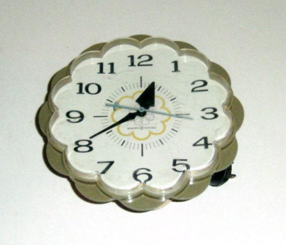 Vintage Clock - Avocado Green Clock - Flower Shape Wall Clock - Kitchen Clock - 1970s Clock - Green Flower Clock - Electric Clock