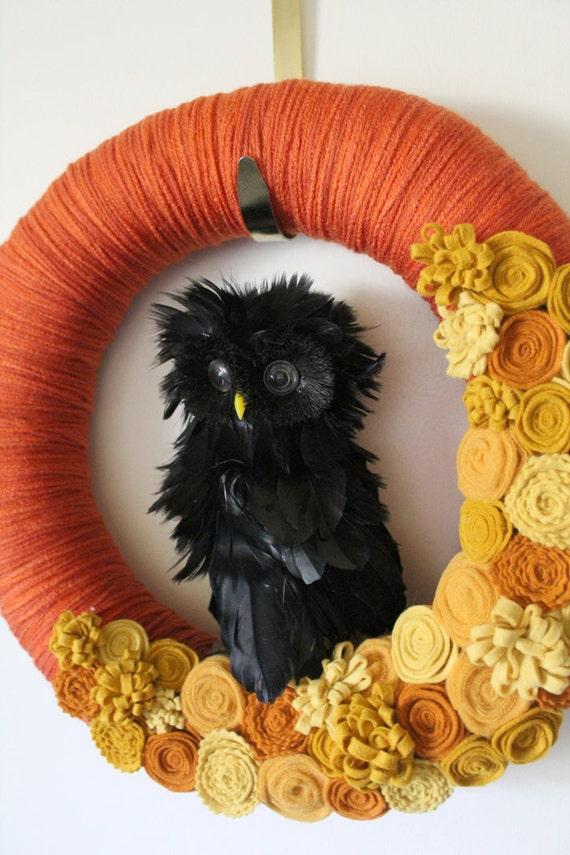 Black Owl Wreath, Halloween Wreath, Autumn Wreath, Yarn and Felt Wreath - 14 inch size