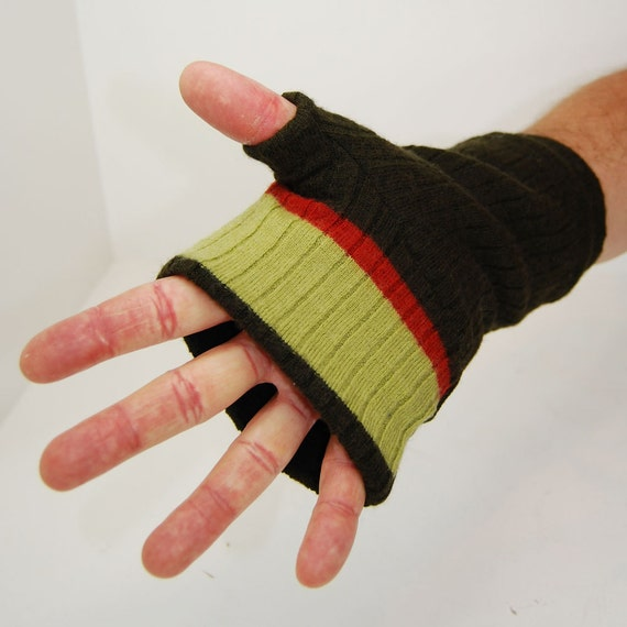 Men's Fingerless Gloves in Dark Green Retro - Recycled Wool - Fleece Lined