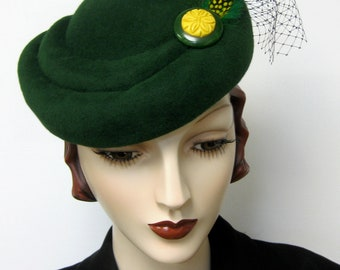 1940's French Sculpted Toque/Emerald