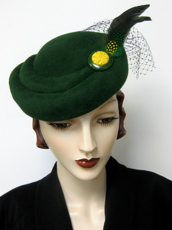 ON SALE/ 1940's French Sculpted Toque/Emerald