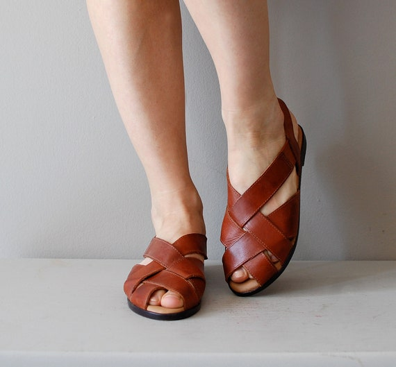 brown leather sandals / 80s leather sandals / cross strap shoes