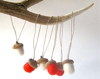 Felted Acorns Ornaments - XL Christmas Decorations in Red White Wool SET of 6 / Winter Home Decor - Hostess Favours