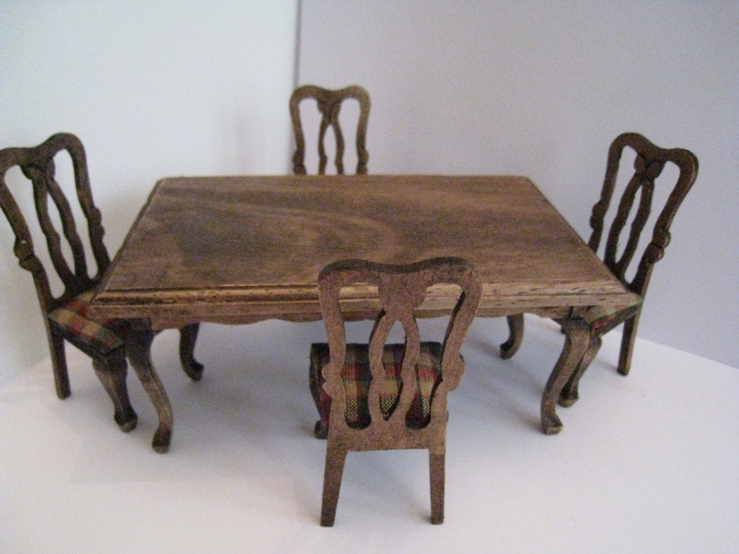 Doll house dining table and chairs country look dining set for Looking for dining table