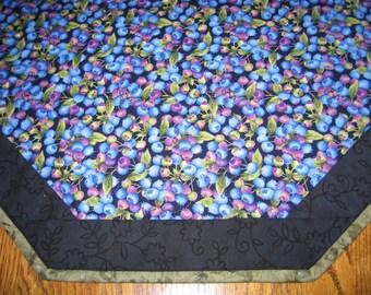 "Quilted Octagon Mat in Blueberries- 22"" diameter"