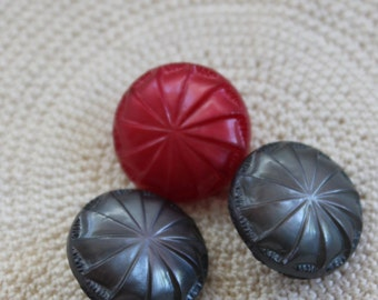 Trio of Unusual Carnival Pinwheel Style Domed Vintage Shank Buttons (3) 3 colors, Greys, Red, 18 mm