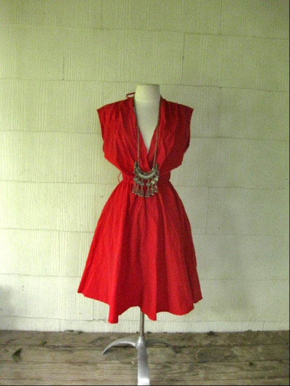 VINTAGE 70s red cotton plunging neck full skirt dress