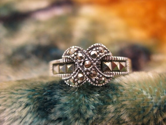 Ring - Size 8 - Sterling Silver - Marcasite - Bowtie - Tied Knot - Women Jewelry - Sparkly - Signed Stamped CW