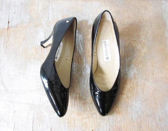 vintage black patent leather pumps / etienne aigner high heels / size 8 w / classic high heel shoes