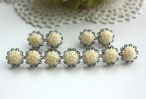 Set of Five, 5 pairs, Creamy Light, Pale Ivory Flower Bouquet, Filigree Post Earrings. Bridesmaid Gifts. For Sister. Maid of Honor