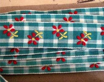 Vintage Woven Trim Plaid with Flowers