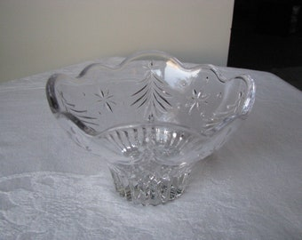 Vintage Christmas Tree And Star Design Glass Bowl Mint Condition