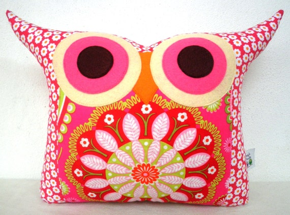 NEW// Polyfil Stuffed flower heart  2 owl pillow/Ready to ship