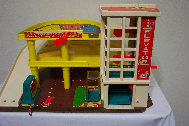fisher price little people garage 1970s toy. Black Bedroom Furniture Sets. Home Design Ideas