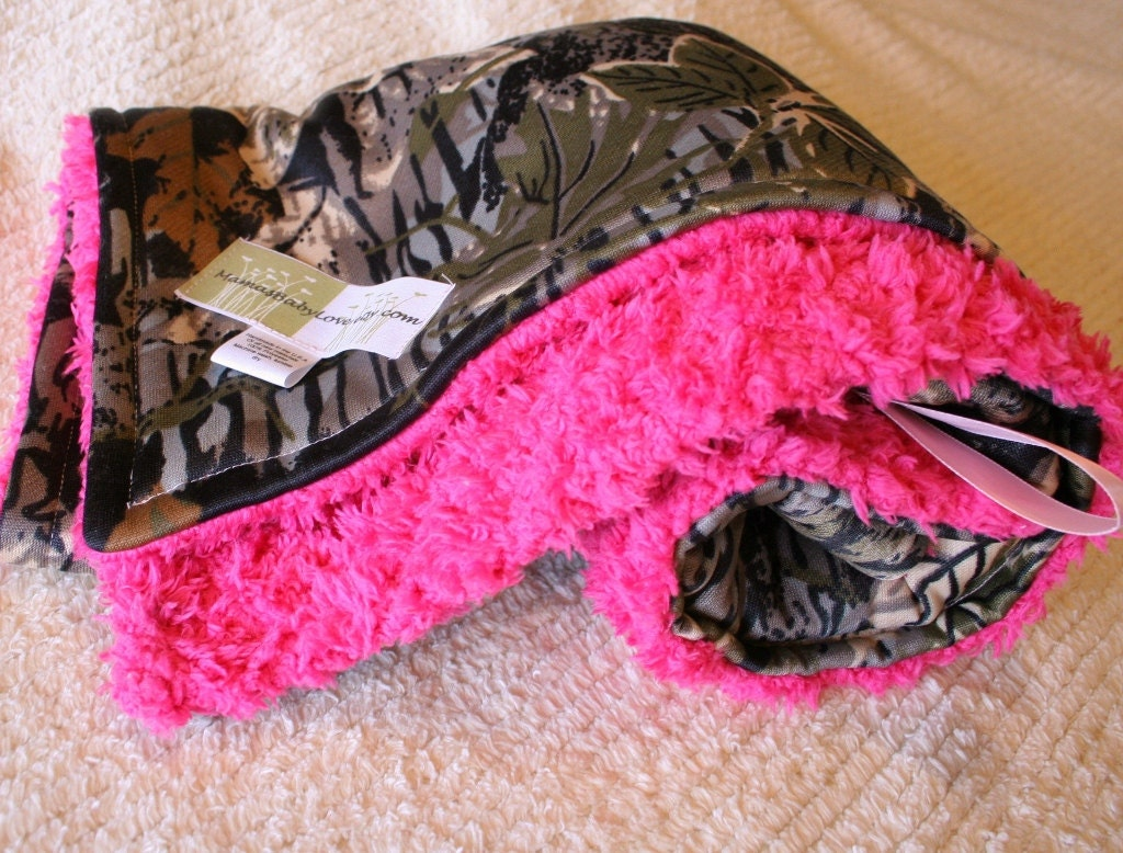 Realtree Camo Blanket And Hot Pink Cuddle Fleece