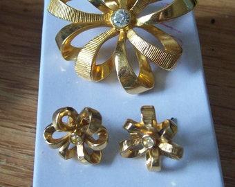 Vintage Avon Demi Parure brooch and earings set.  Ribbon Flowers..