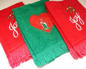 Vintage Christmas Towels 1980s Red and Green Retro Holiday