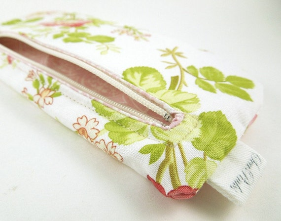 Red Wild Roses Pencil Pouch Zipper Pouch