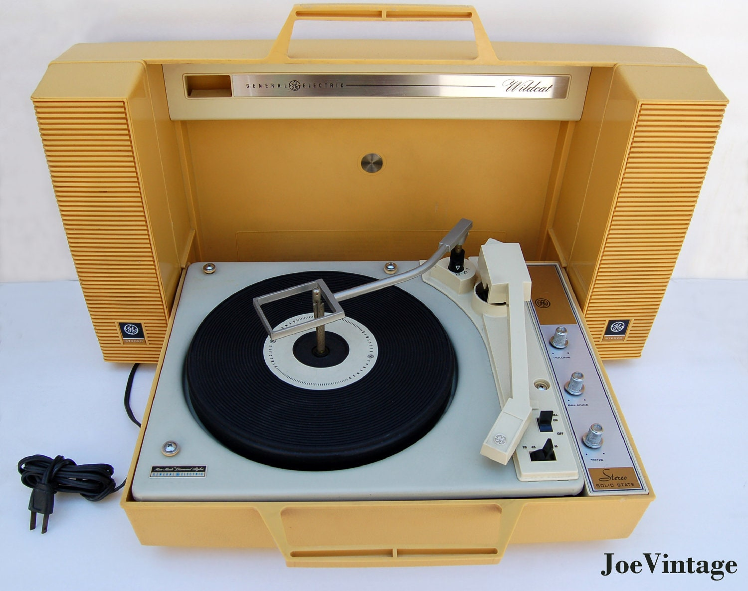 General Electric Wildcat Portable Record Player