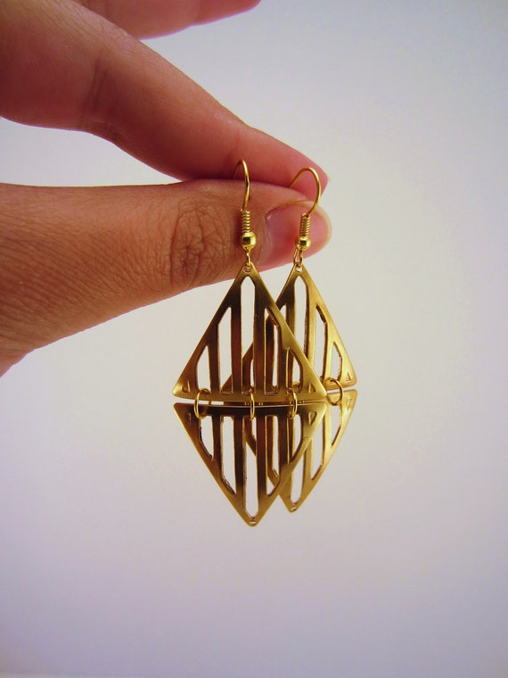 Art deco style gold triangle metal earrings. Striped jewelry. Dangle earrings. One of a kind gift.