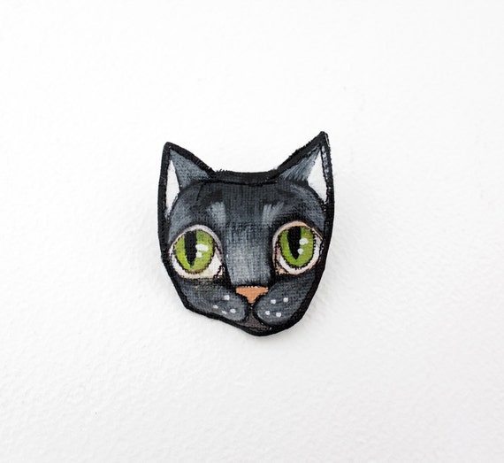 Cat Fergie brooch