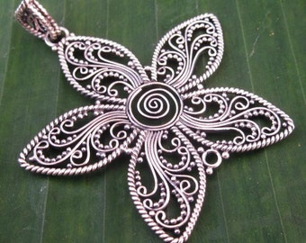 Exquisite sterling Silver Balinese star shape Pendant / Bali Silver 925 / 2 inches