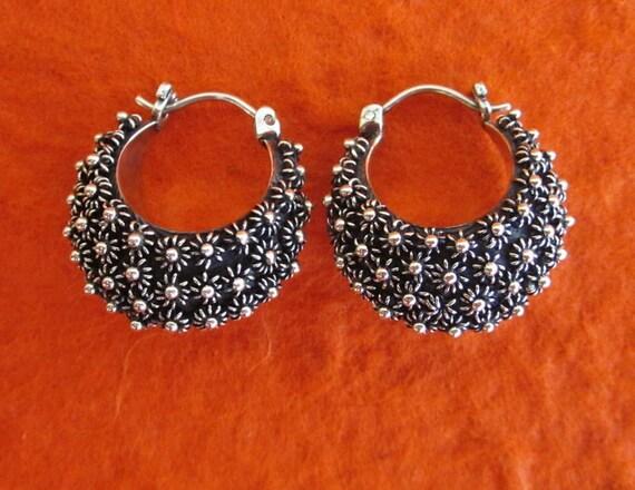 Beautiful labor-intensive Silver Hoop Earrings / Bali handmade jewelry / silver 925 / 22 mm