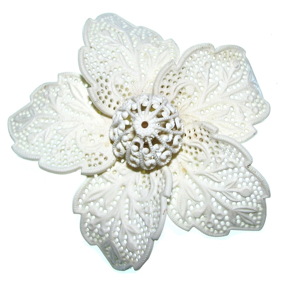 Vintage 40s Flower Brooch . Celluloid Brooch . White Brooch . Lace Flower . 40s Brooch . (Free Shipping USA) . Bree's Vintage