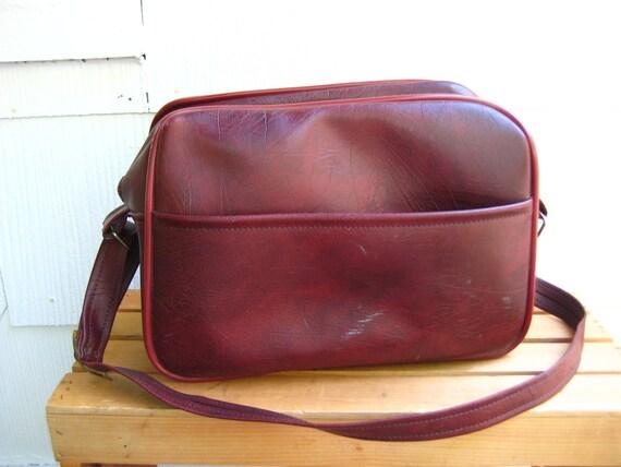 vintage BURGUNDY vinyl travel shoulder bag