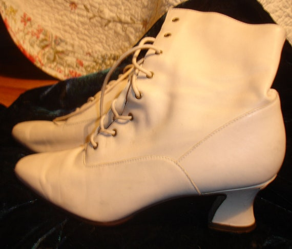 Bone Victorian Style Granny Leather Lace Up Ankle  Boots Booties Shoes 8 1/2 N