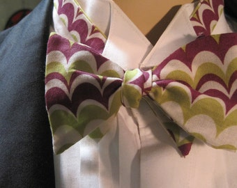 Art Deco Green and Mauve Bow Tie