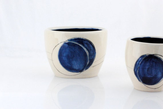 Noodle bowl minimal in white and royal blue