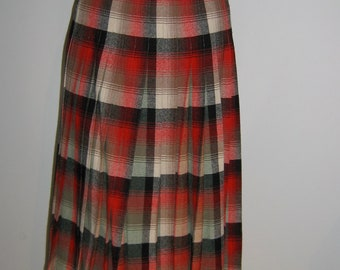 1960s Wool Pleated SKIRT.  Turnabout,  Reversible by Pendleton.  Made in USA. Classic School girl, wool, vintage.  Red or Grey plaid.