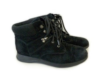 Vintage Ankle Boots Black suede Sweater top Waterpoof Kiltie Lace up Womens Size 7.5W
