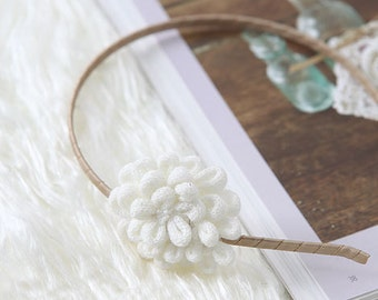 Knit WHITE Flower Corsage