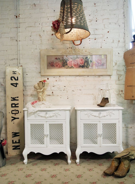 Painted Cottage Chic Shabby White Pair of Romantic Night Tables NT485