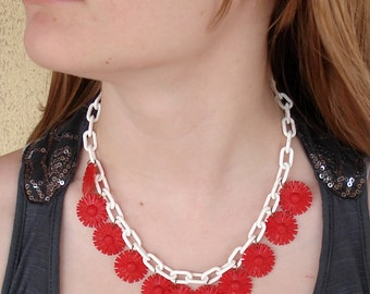 Retro Red and White Flower Early Plastic Necklace