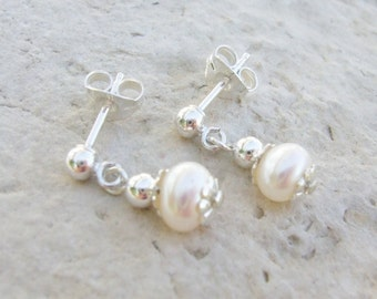 Freshwater Pearl and Sterling Silver Post Earrings E014