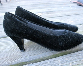 ON SALE - Black Velvet Heels - Black Pumps