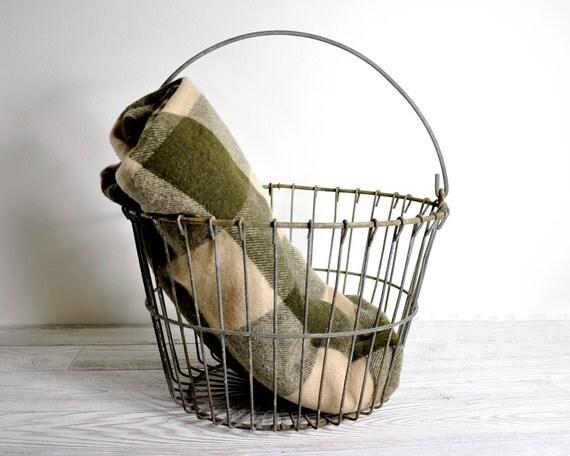 Vintage Rustic Wire Egg Basket / Metal Basket / Industrial Storage