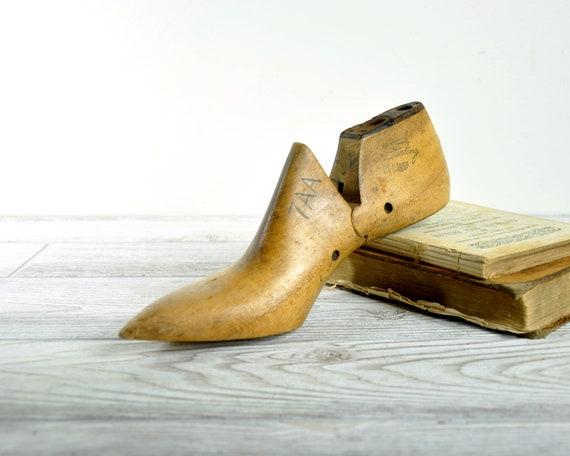 Vintage Women's Shoe Mold / Women's Shoe Form / Industrial Decor