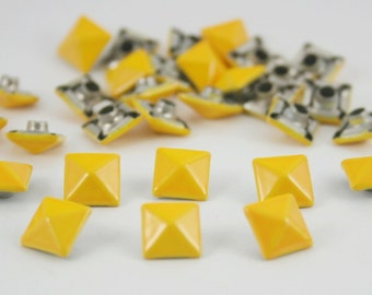 100 pcs. Yellow Pyramid Rivets Studs Punk Rock Decoration Findings  8 mm. CK PR851