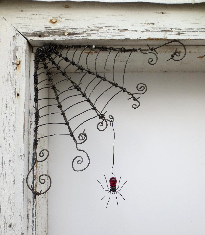 tschechoslowakische rote spinne baumelt von 12 barbed wire. Black Bedroom Furniture Sets. Home Design Ideas