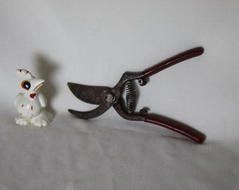 Vintage Rusty Clippers spring action shears with Red coated Handles USA