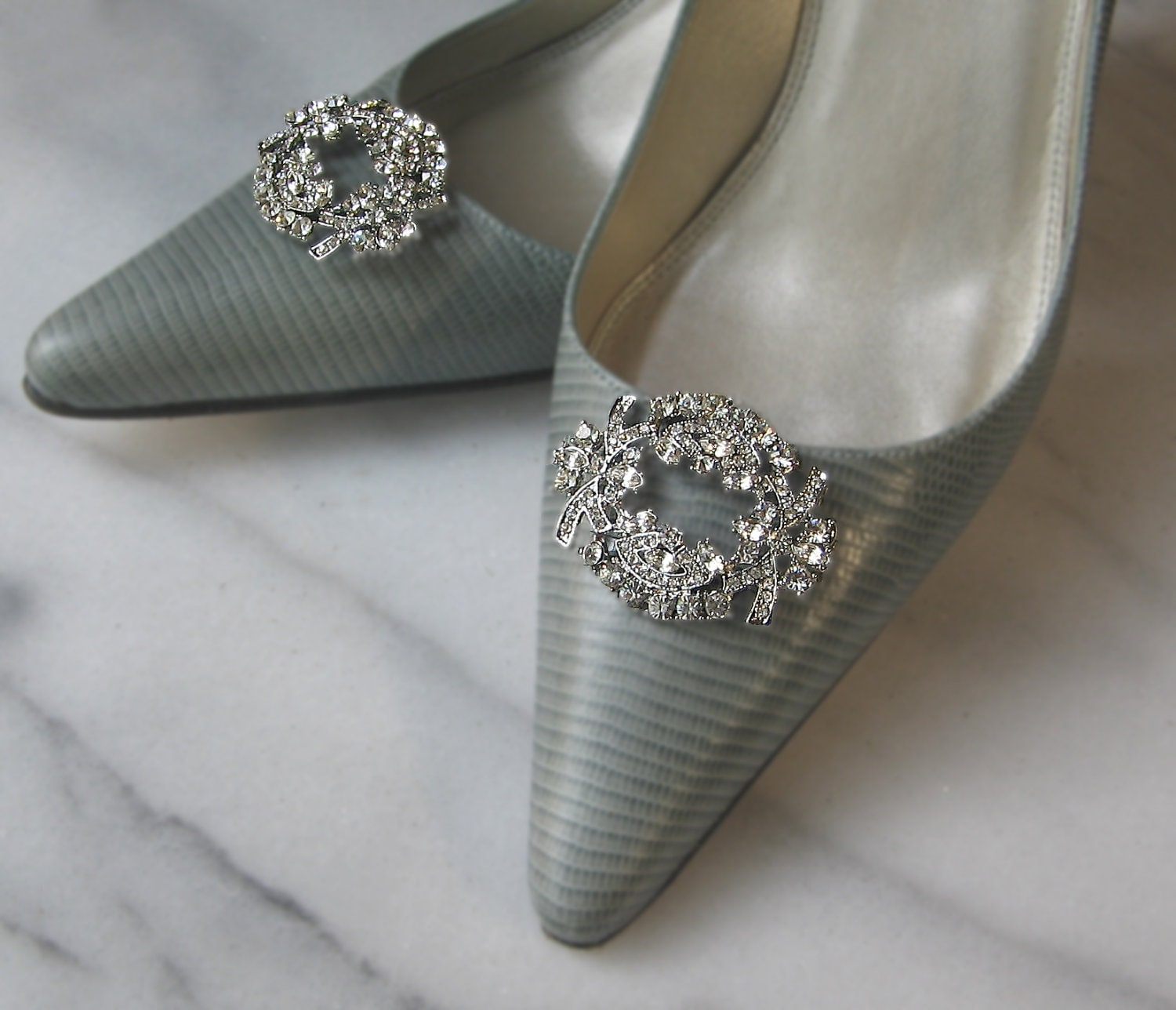 Award winning shoe clips and shoe jewels for your shoes. Largest shoe clip collection for evening, casual and bridal shoes. Attach them to sandals, boots, pumps, flip.