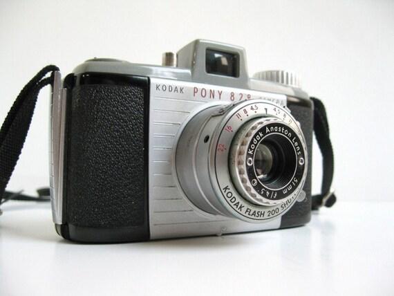 vintage 50s aluminum and bakelite Kodak Pony 828 film camera